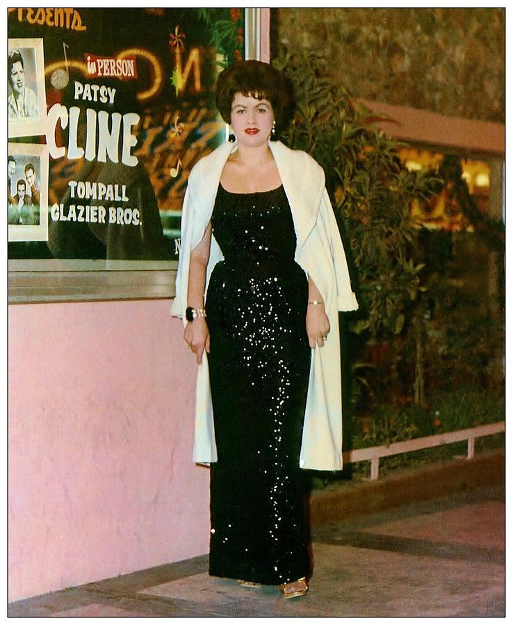Patsy_Cline_at_the_Mint_Casino_in_Las_Vegas,_Nevada._Circa_1962
