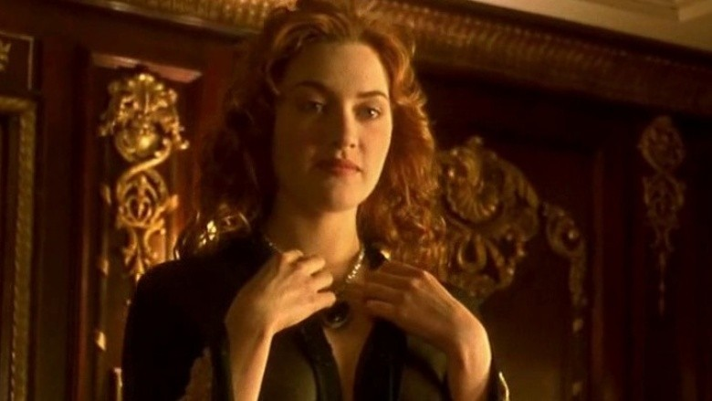 Winslet: Stop asking me to sign pictures of THAT scene in