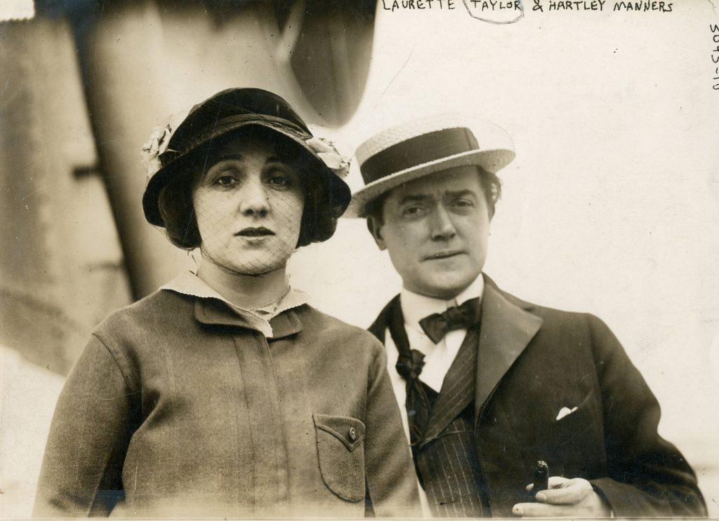 Laurette_Taylor,_stage_actress_with_her_husband,_Hartley_Manners_(SAYRE_9561)