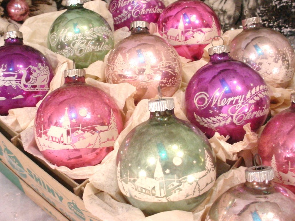 Shiny Brite Ornaments: Valuable Nostalgic Christmas Baubles! | Do ...