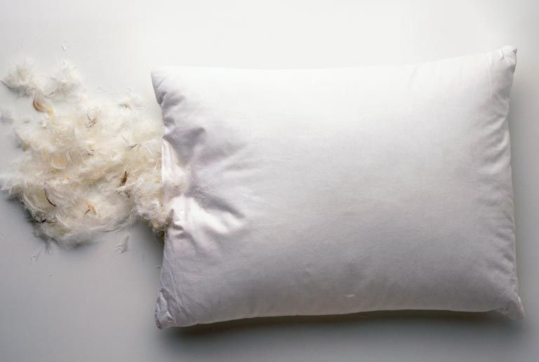 how to wash your bed pillows the right way do you remember. Black Bedroom Furniture Sets. Home Design Ideas
