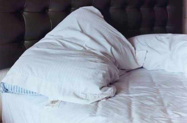 How to wash your bed pillows the right way do you remember for When do you replace a mattress
