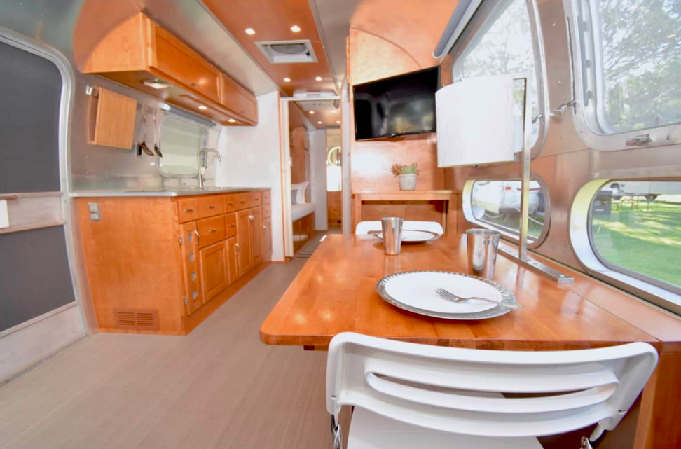 This 1973 Airstream 31 Landshark Mobile Home Is Catching Eyes