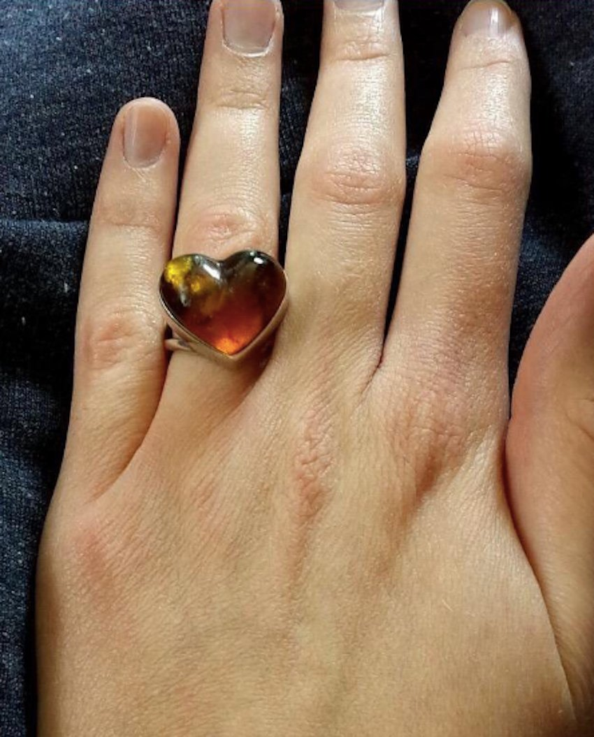 """Ugly Wedding Rings: Woman Shares Photo Of Her """"Ugly"""" Engagement Ring Online"""