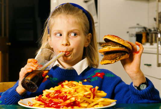 kid eating unhealthy
