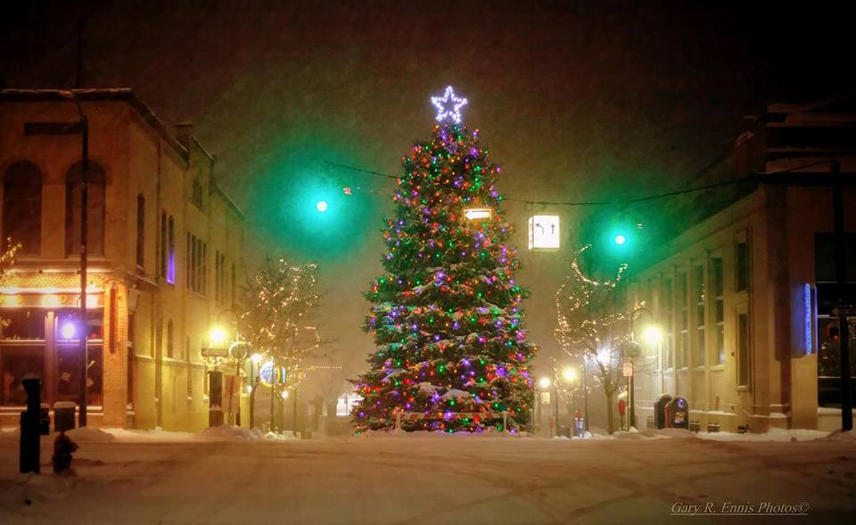 traverse small town christmas lights