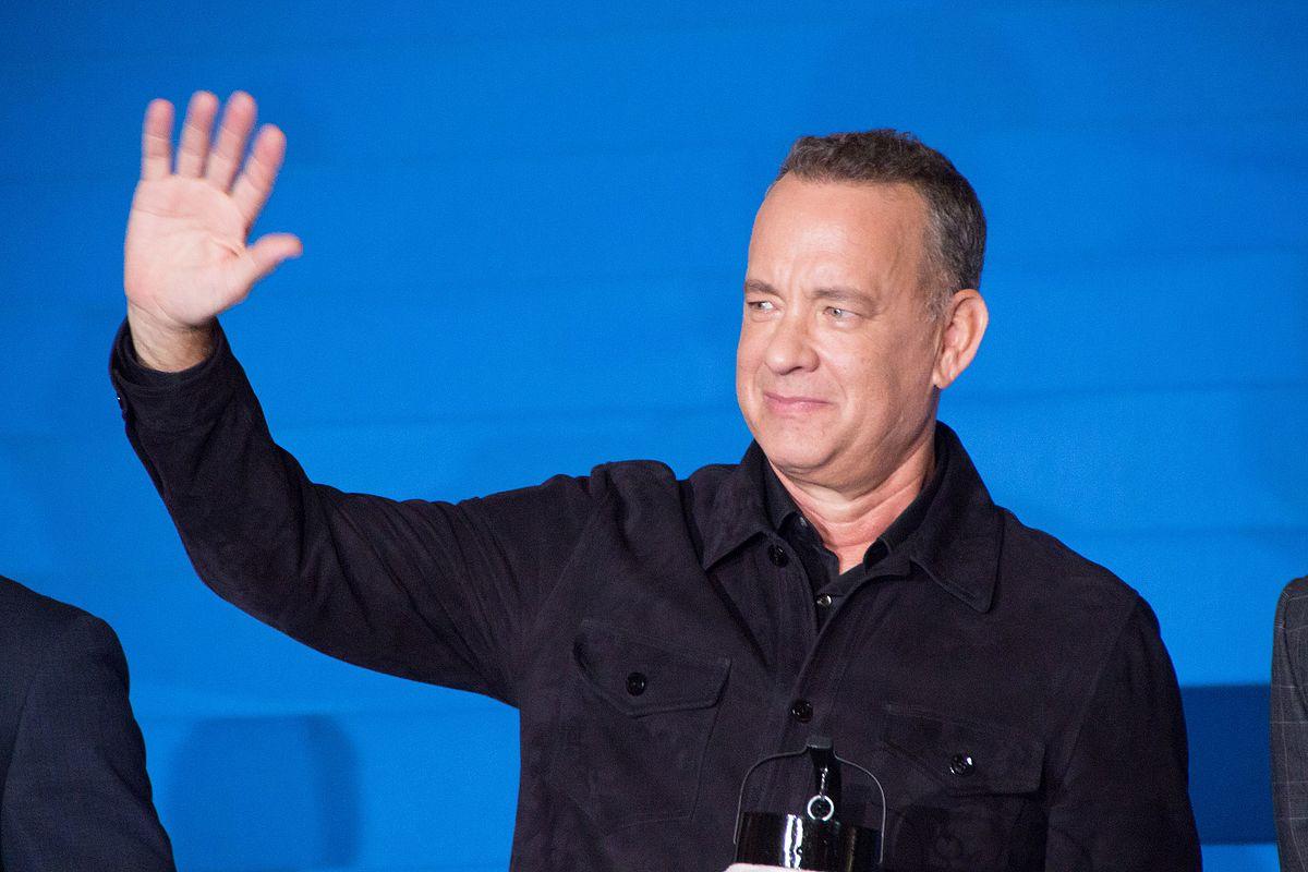 tom hanks waving