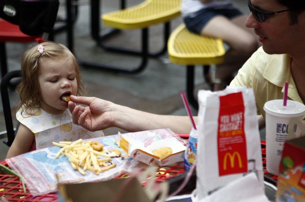 mcdonald's is removing cheeseburgers from their happy meal