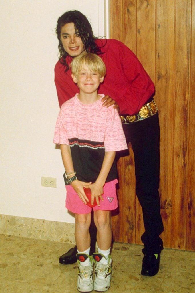 Macaulay Culkin at age 10 with friend Michael Jackson