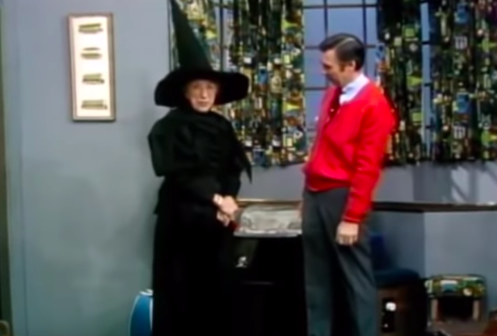 margaret hamilton dressed as wicked witch