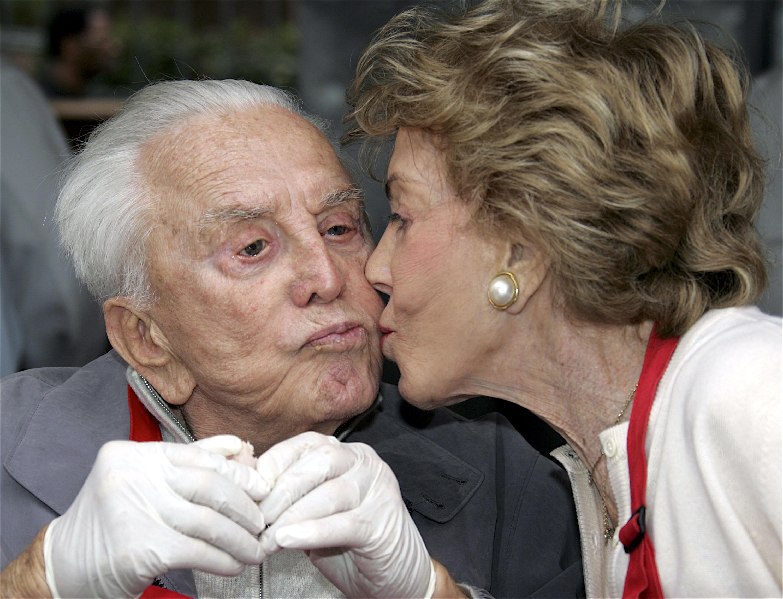 anny buydens kirk douglas kiss