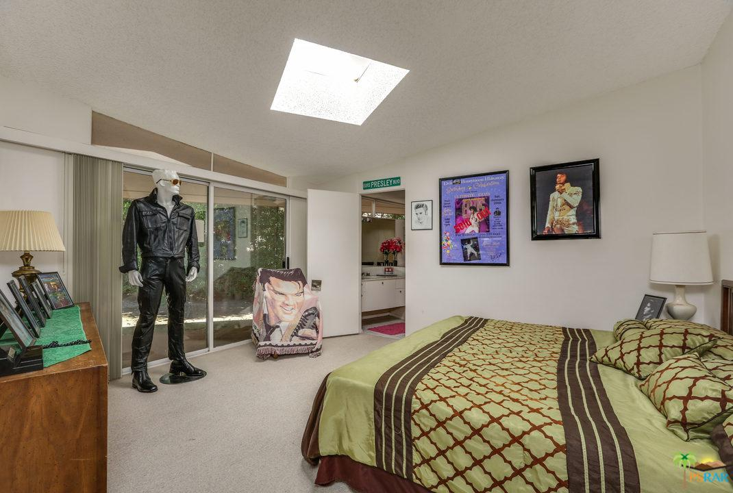 elvis bedroom