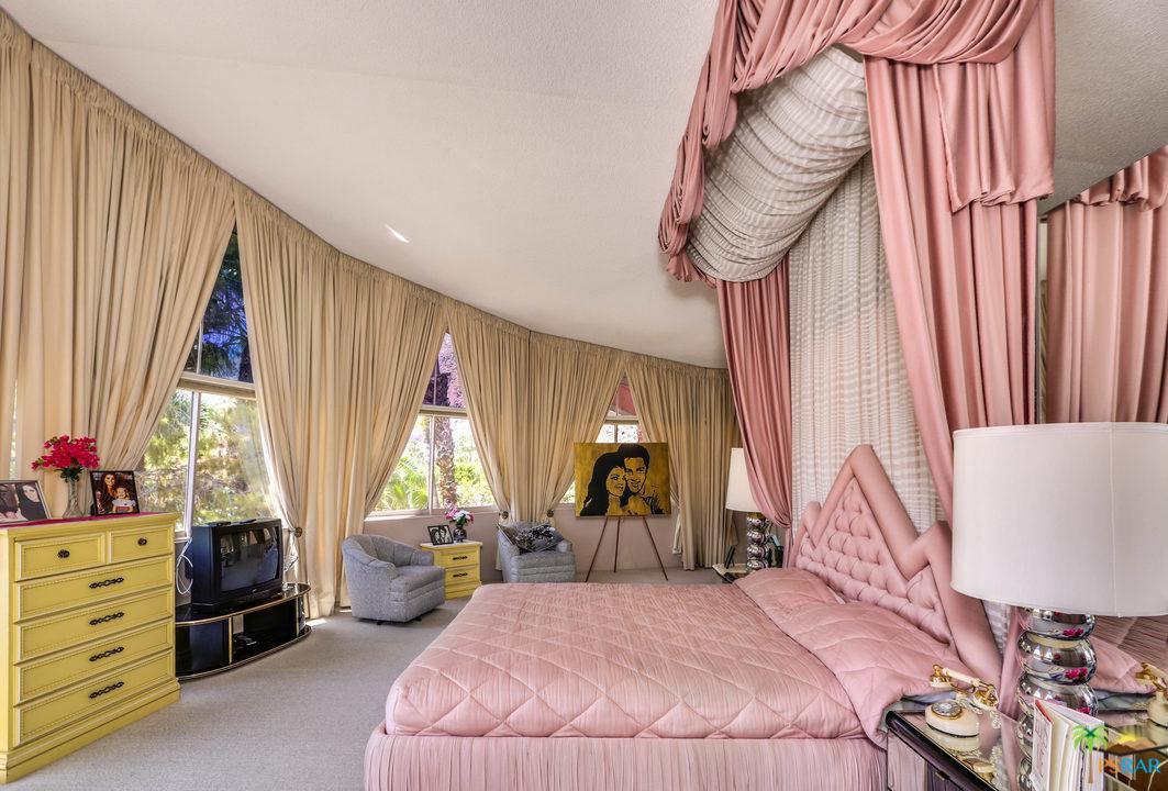 elvis master bedroom