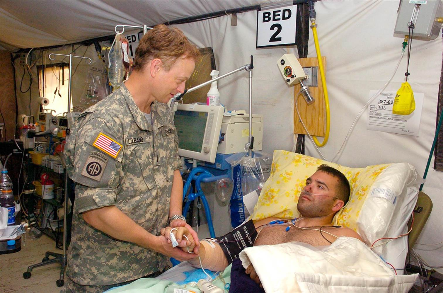 gary sinise with wounded soldier