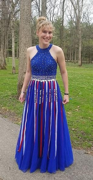 Aubrey Headon prom dress
