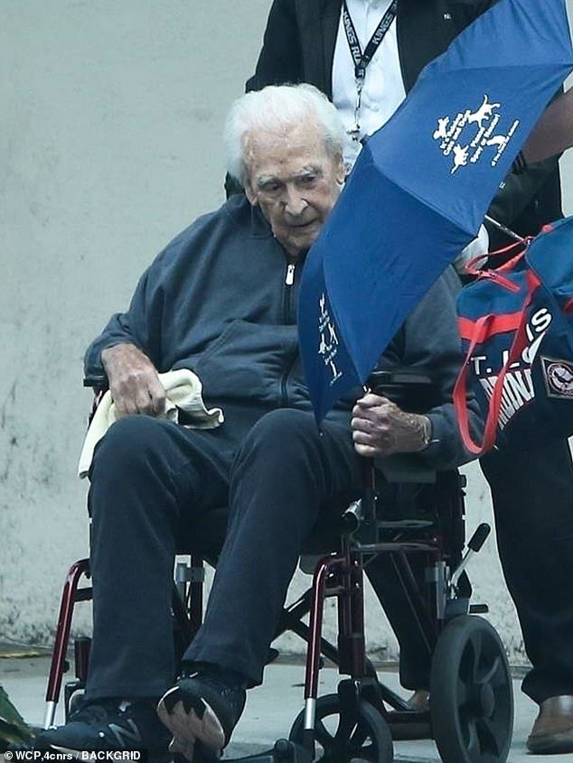 Bob Barker returns home from hospital after fall