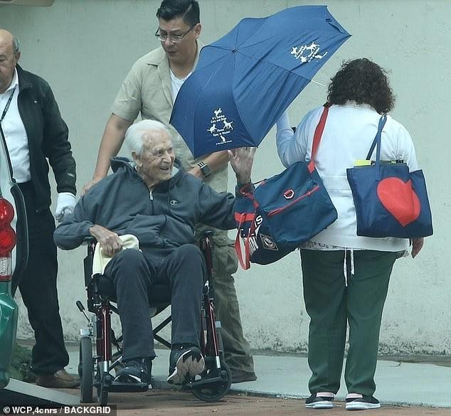 Bob Barker returns home after fall