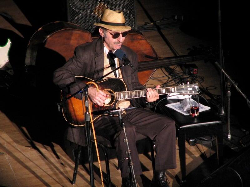 Leon Redbone performing in 2007