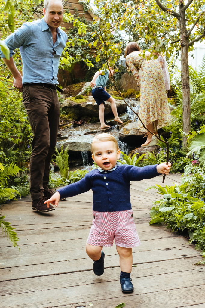 1-Year-Old Prince Louis Is Finally Walking! See The Adorable Photos