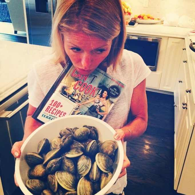 Kelly Ripa with a bowl of clams