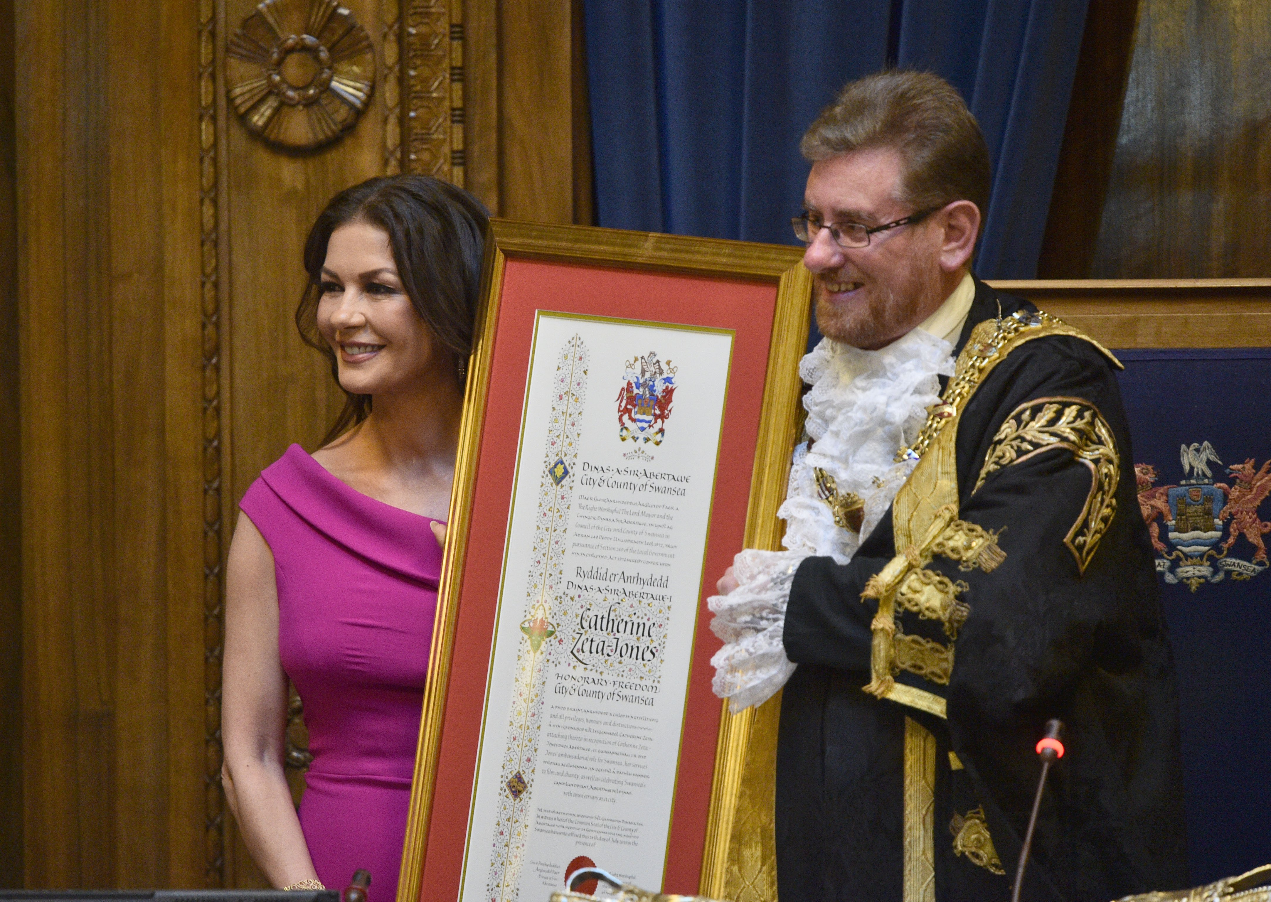 catherine zeta jones honorary freedom of the city