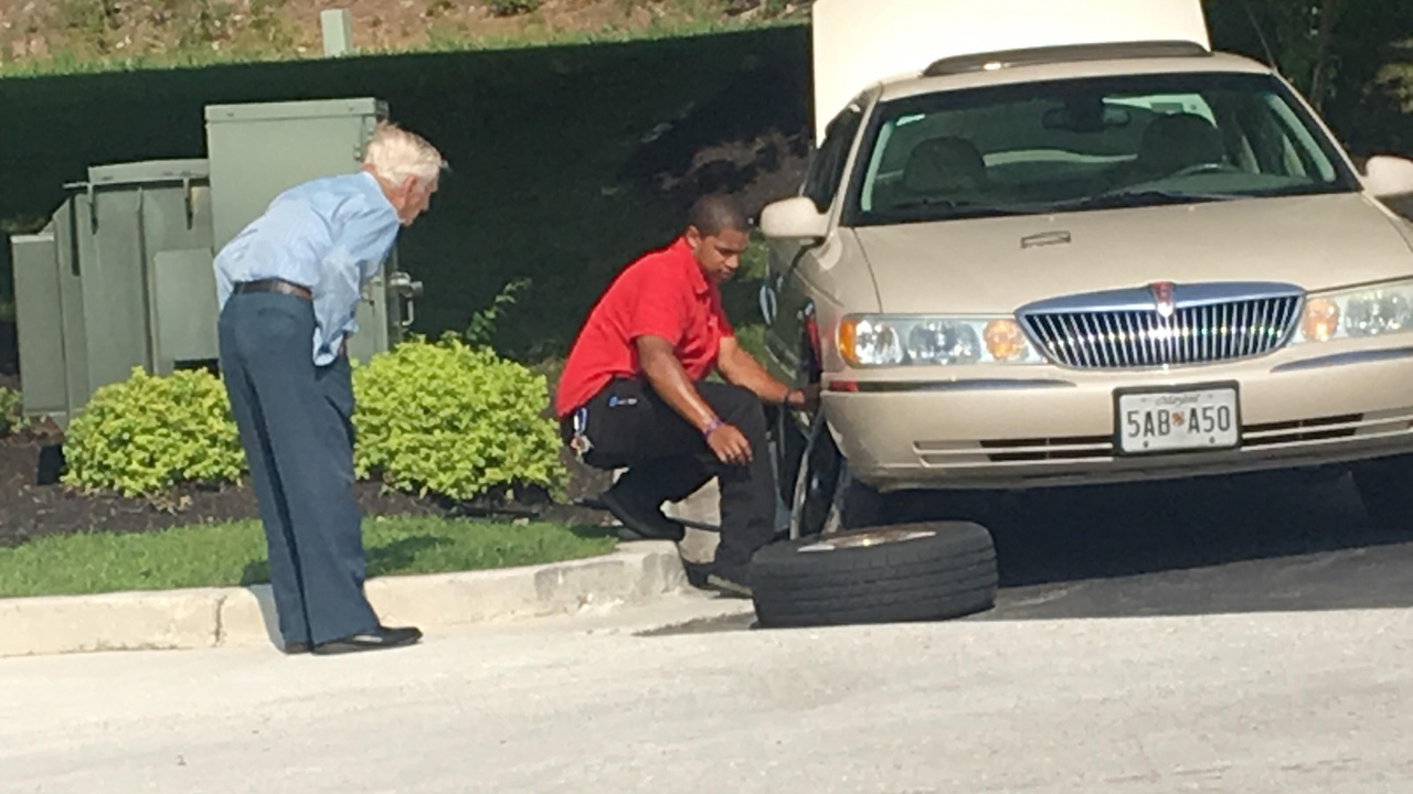 Chick-fil-A manager changes war veteran's tire