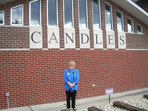Eva Kor posing in front of her CANDLES holocaust museum