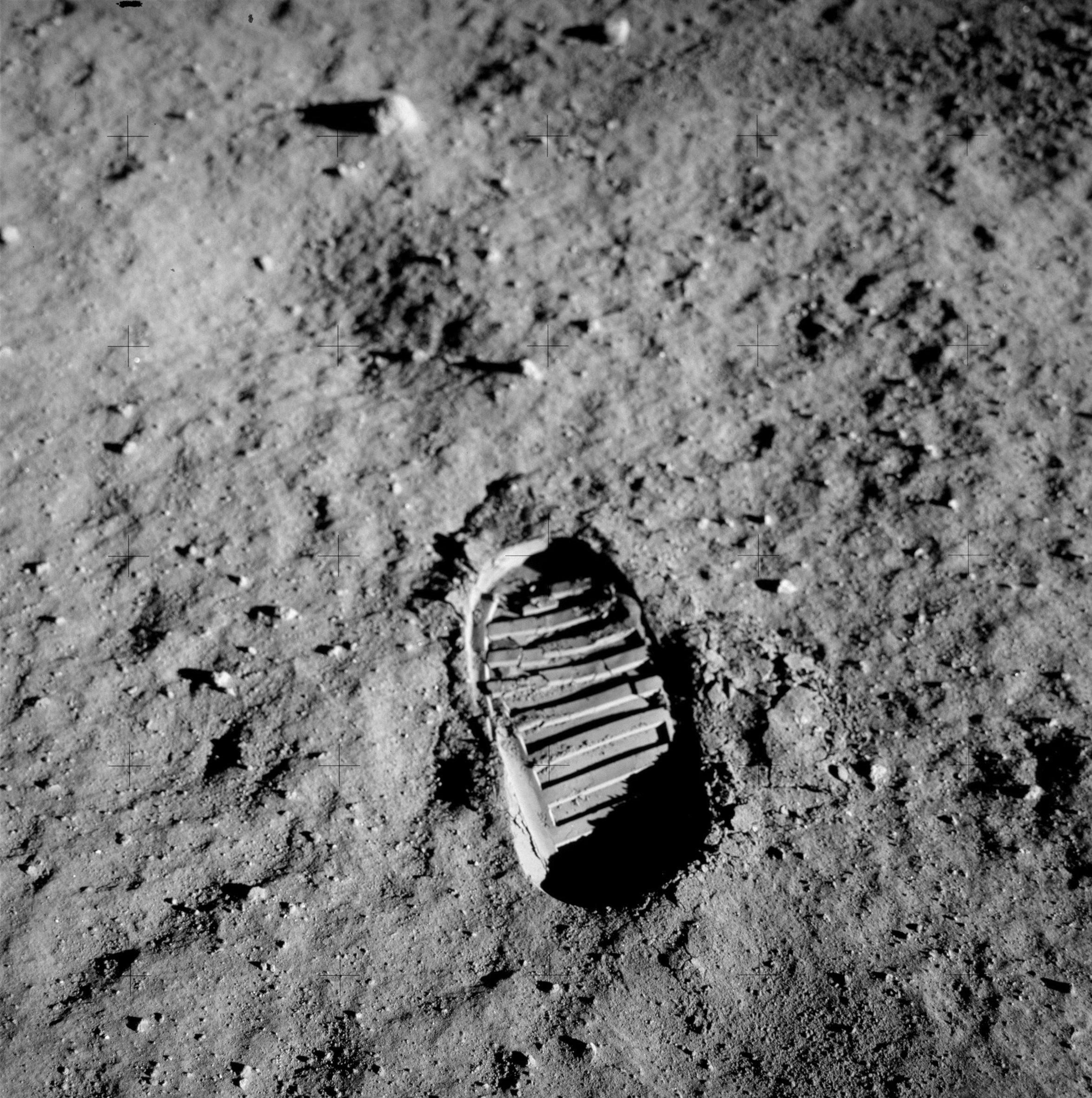 buzz aldrin footprint moon apollo 11