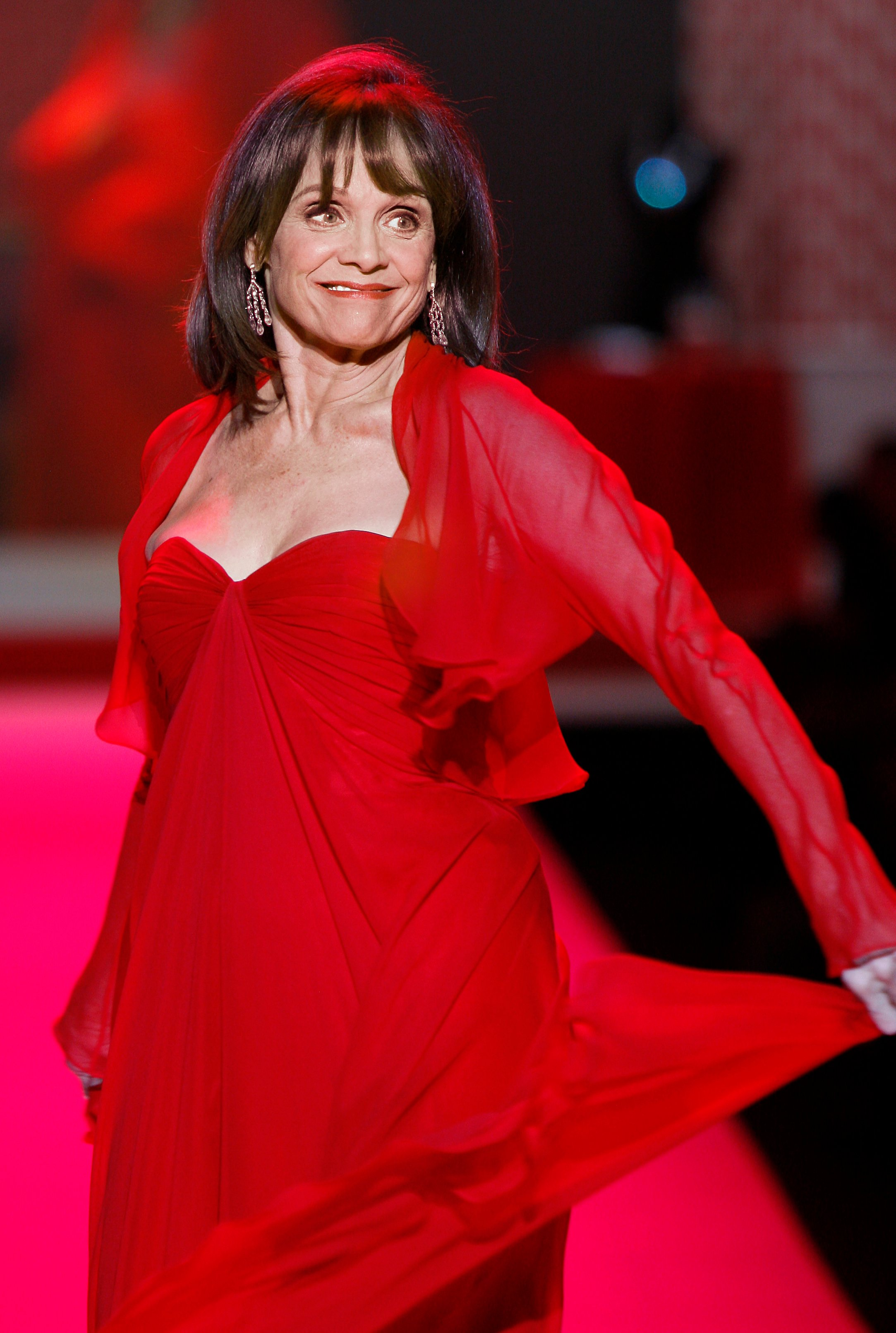 valerie harper red dress