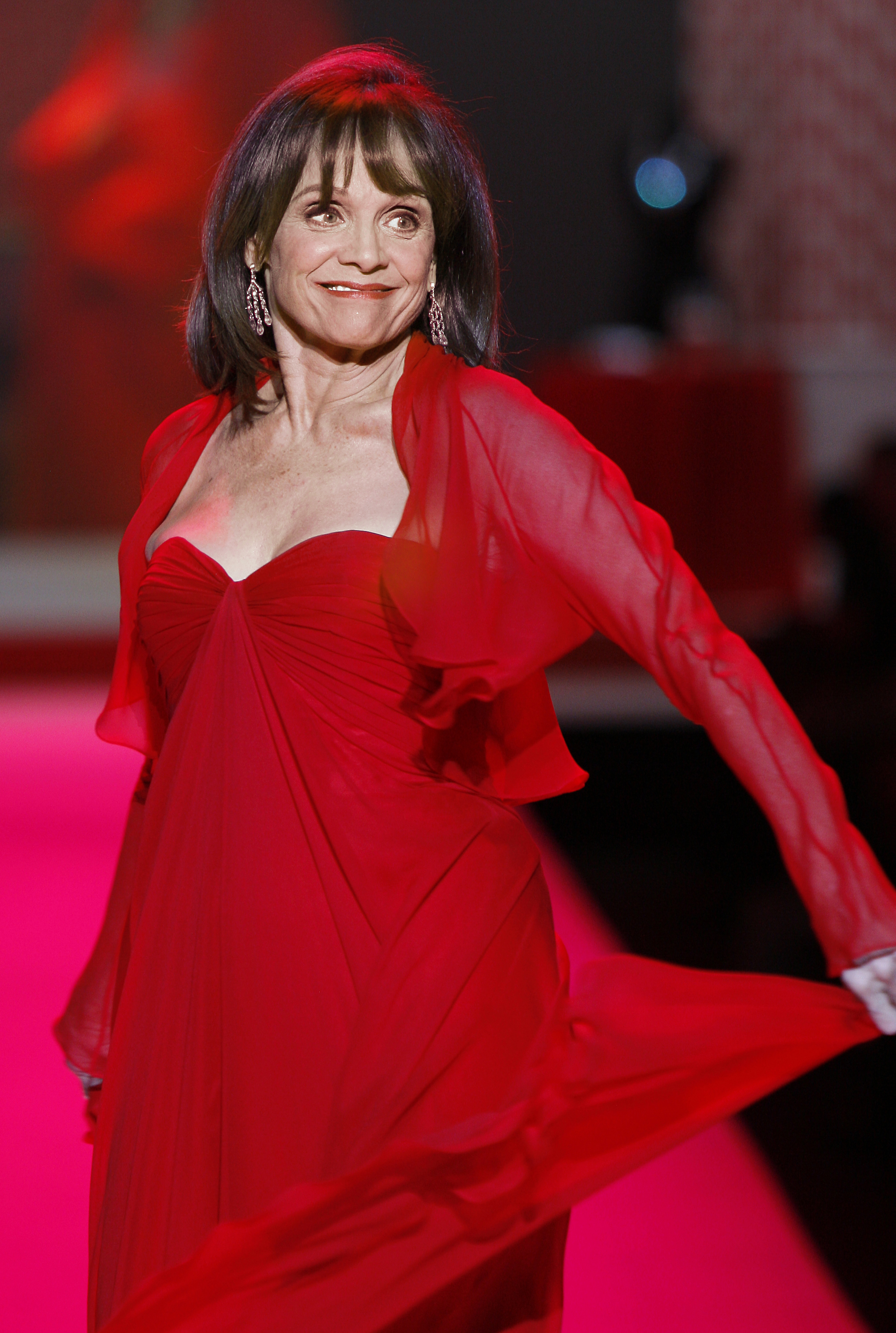 valerie harper in red dress