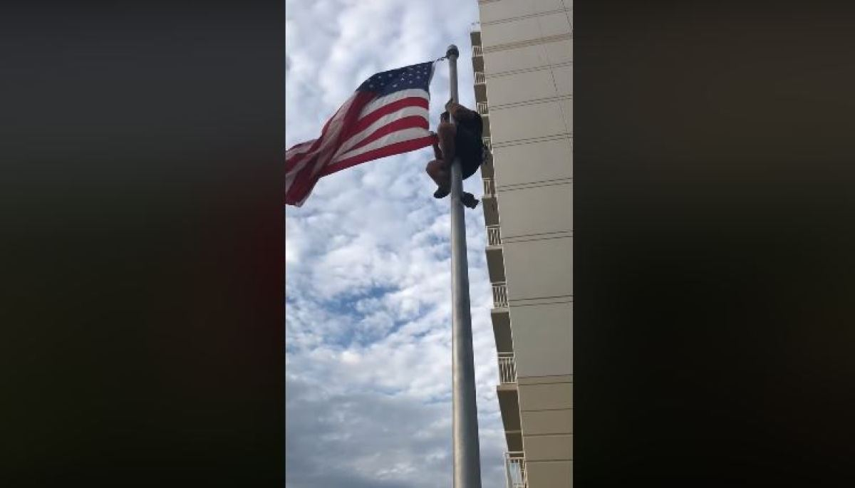 veteran climbs flagpole to fix american flag
