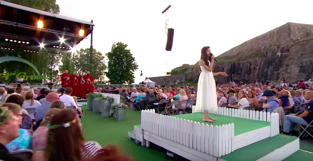 """angelina jordan sings elvis presley """"it's now or never"""""""