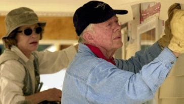 94-year-Old Jimmy Carter Building Houses For The Poor Just Months After Hip Surgery