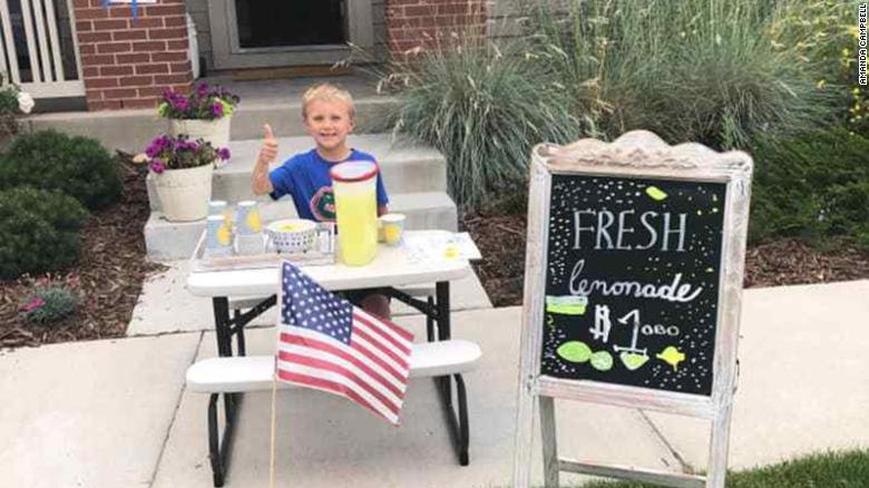 6-year-old uses money from lemonade stand to take mom on date after father passes away