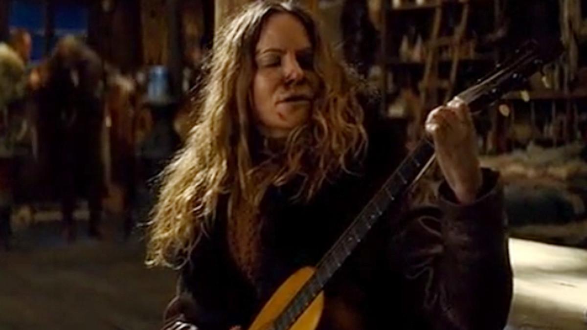 jennifer jason leigh in the hateful eight guitar scene