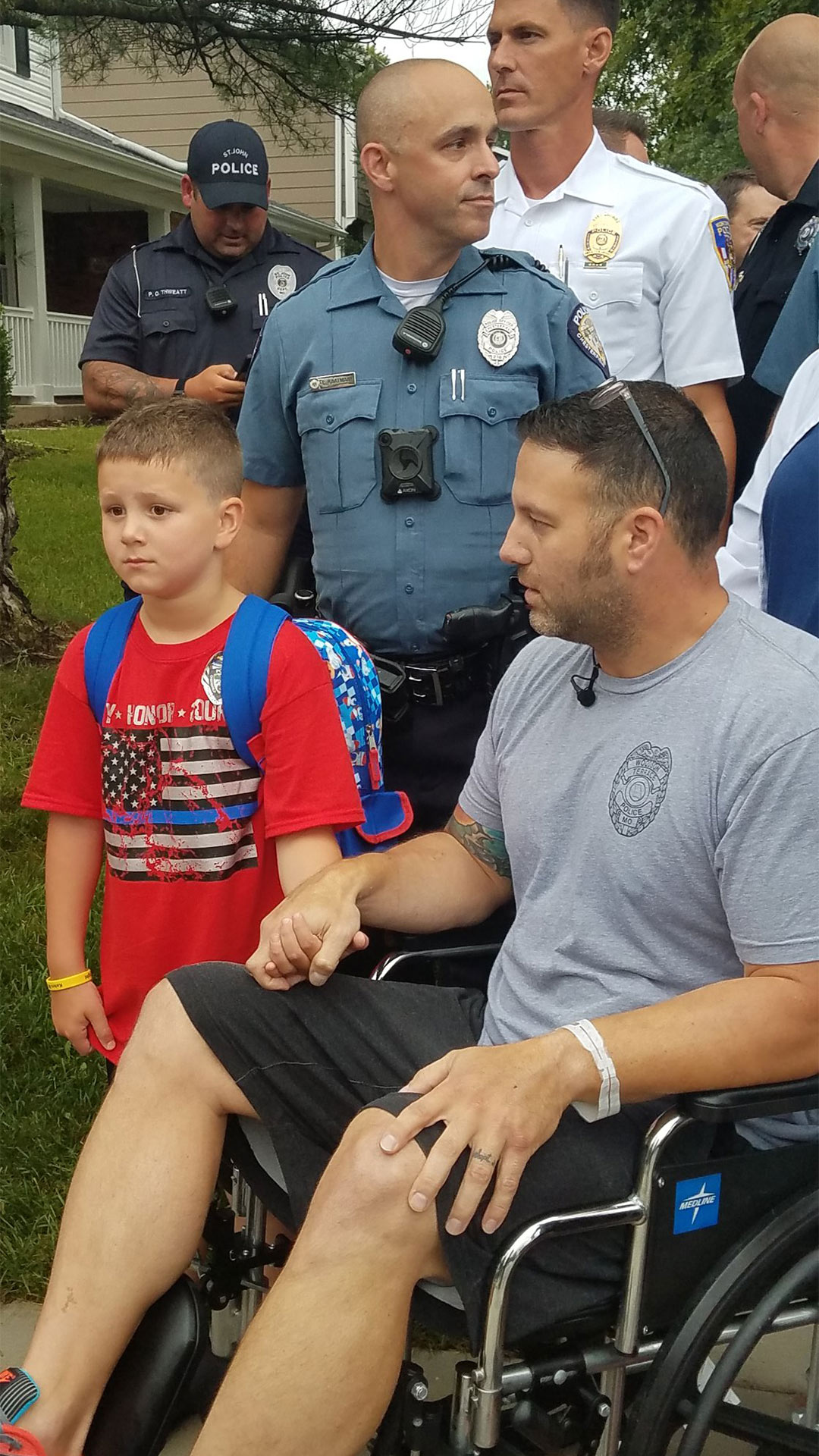 Police Officer Battling Cancer Leaves Hospital to Take Son Who Has Autism to First Day of School