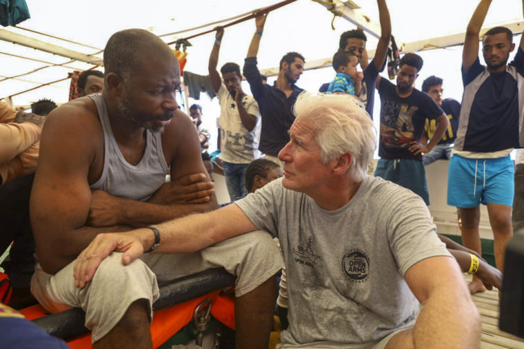 richard gere with migrants