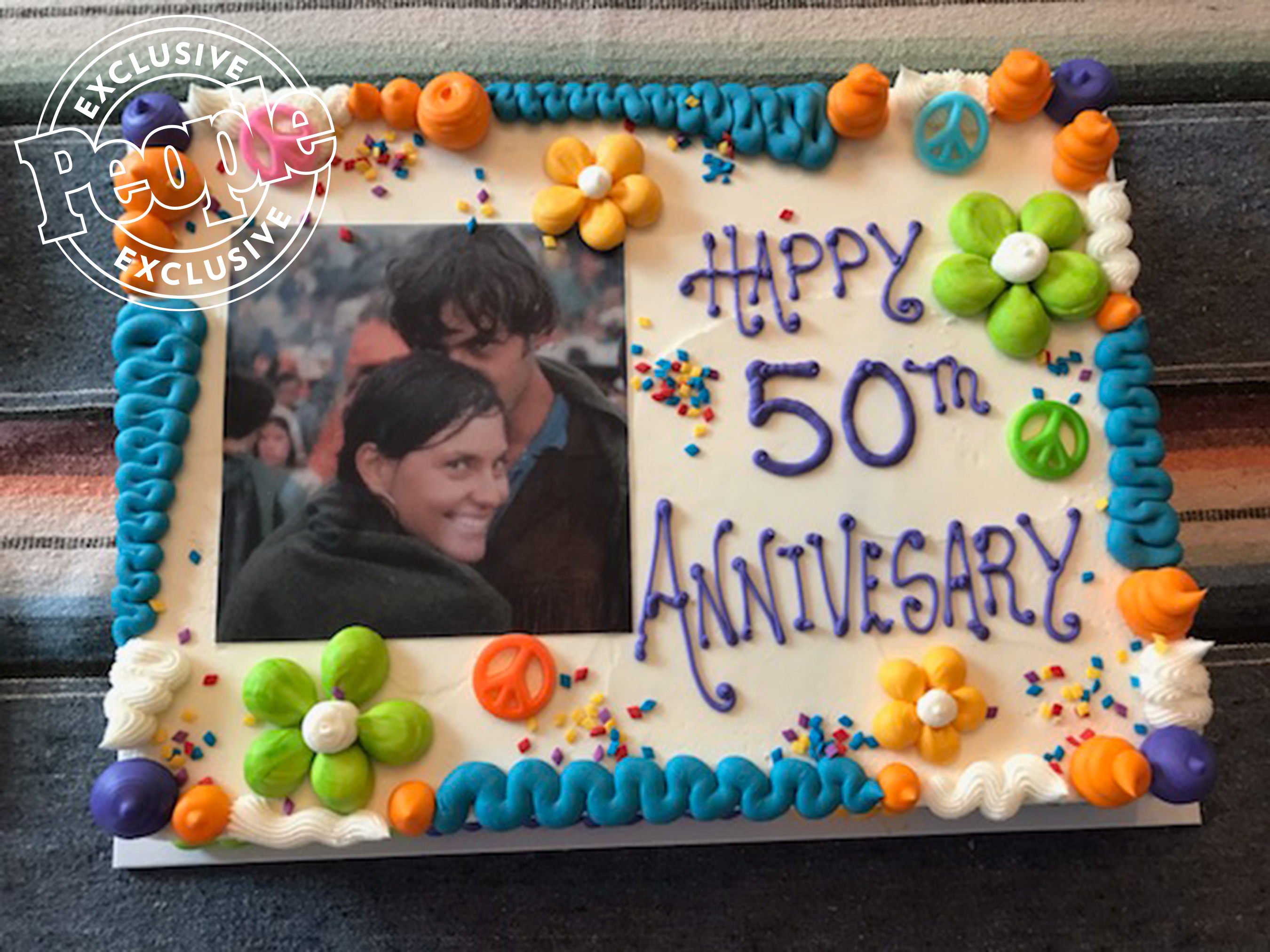 Couple Who Met at Woodstock Celebrates 50th Anniversary with Surprise Cake from Family