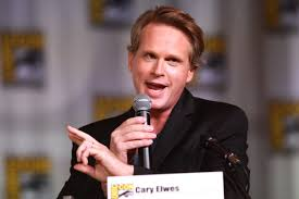 Cary Elwes speaks at Comic Con.