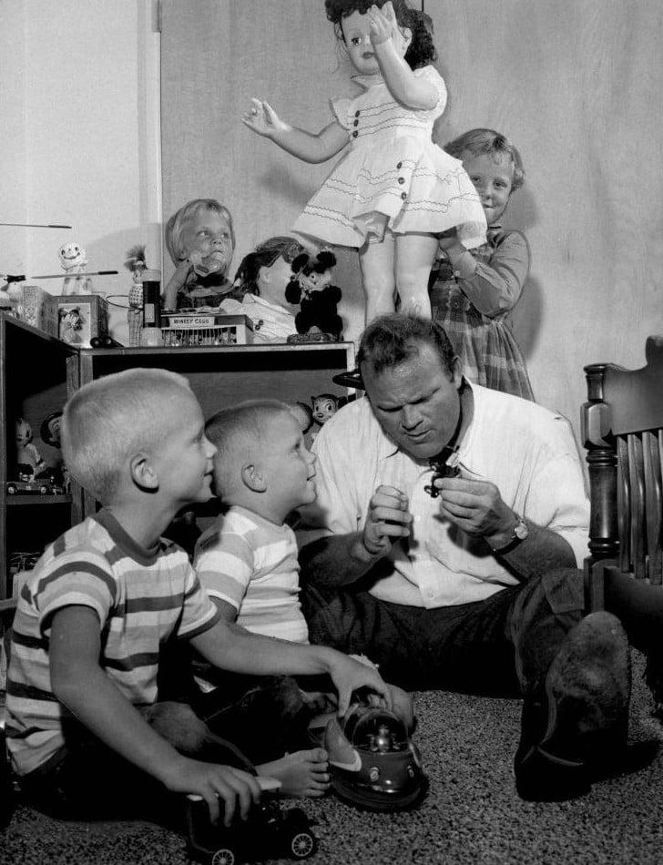 Dan Blocker with his children