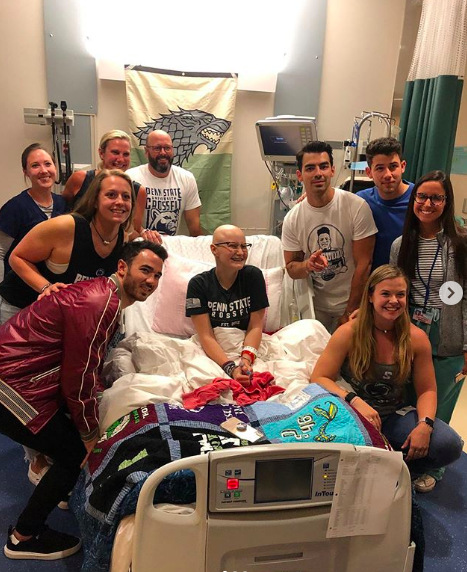jonas brothers visit cancer patient who couldnt attend their show