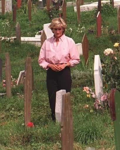 princess diana visits cemetery