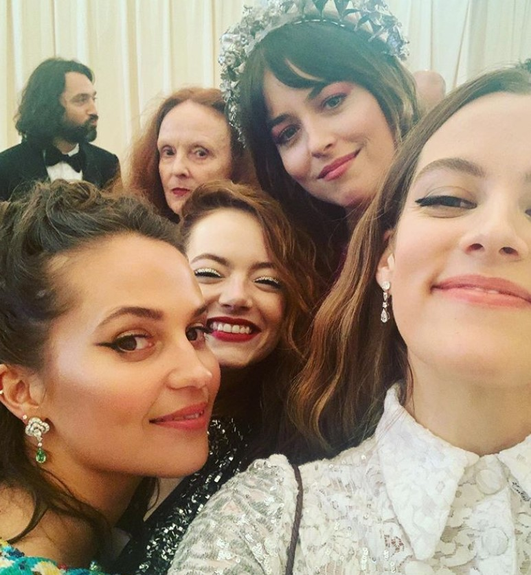riley keough friends party
