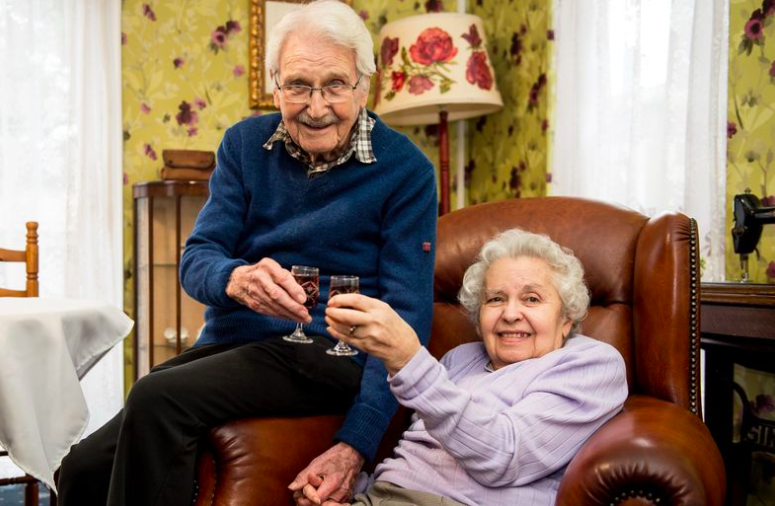holocaust survivors celebrate 73rd anniversary