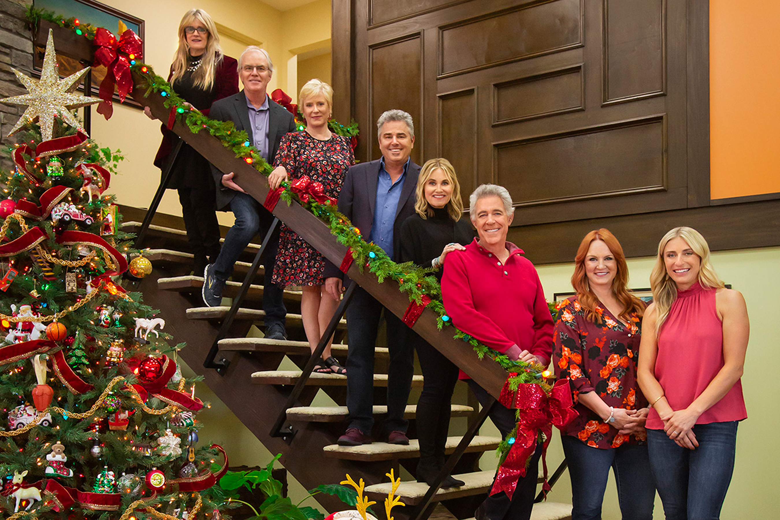 A Very Country Christmas Cast.Brady Bunch Kids Reunite For Christmas Special With Ree