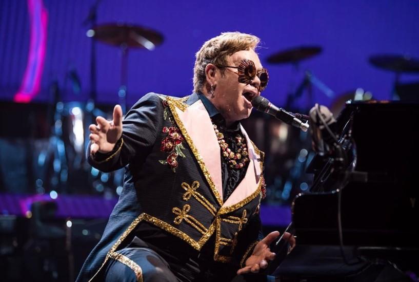 elton john performing on tour