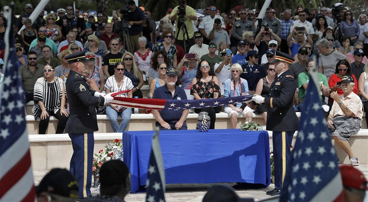 hundreds attend funeral for veteran with no family