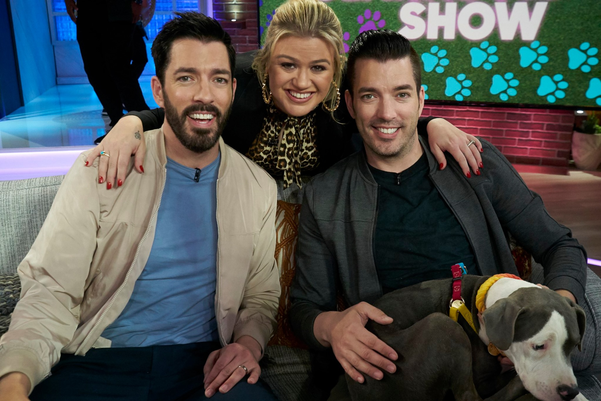 drew and jonathan scott on the kelly clarkson show
