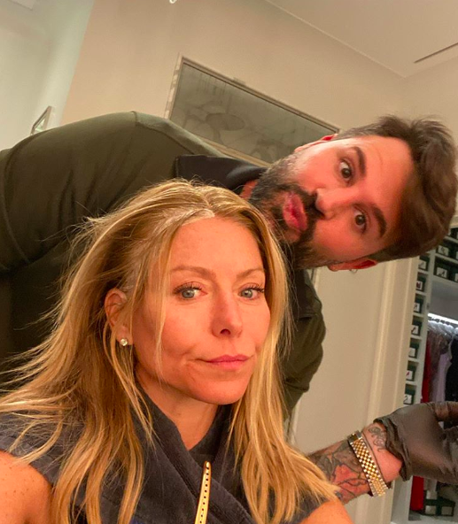 kelly ripa makeup-free selfie