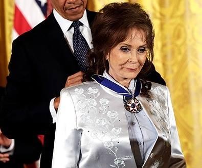 loretta lynn presidential medal of freedom